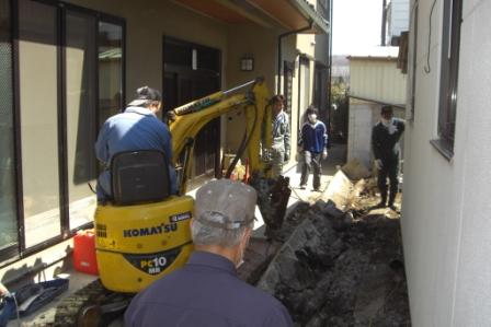 Apr.5, Ishinomaki. 25 parishioners cleaned up church.