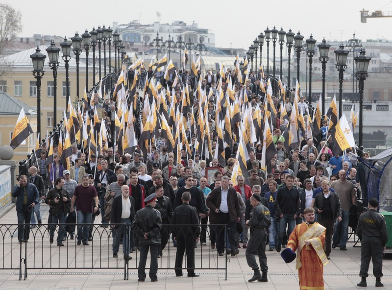 More than 65,000 come to pray in defense of faith (42)