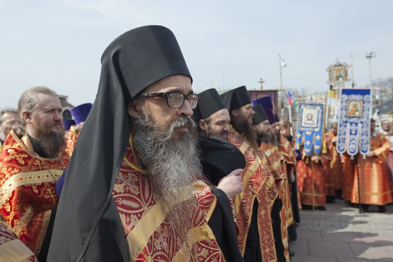 More than 65,000 come to pray in defense of faith (34)