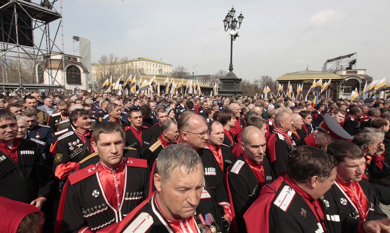 More than 65,000 come to pray in defense of faith (32)