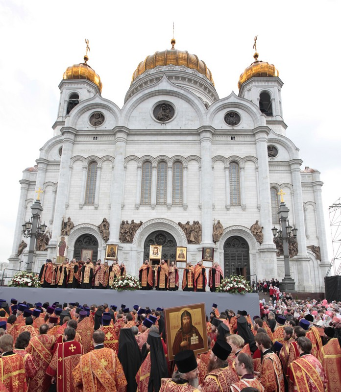 More than 65,000 come to pray in defense of faith (4)