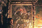 Olympic champion gives his medal to the 'Paramythia' icon of the Mother of God