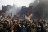 Pakistan: mob burns shops, cars in Christian neighborhood
