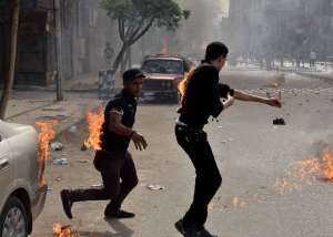 Two men try to put out their burning clothes after they were attacked by unidentified individuals outside the cathedral in the central Cairo neighbourhood of Abbassiya on April 7, 2013, following funeral prayers for four Christians killed in sectarian clashes (AFP Photo)