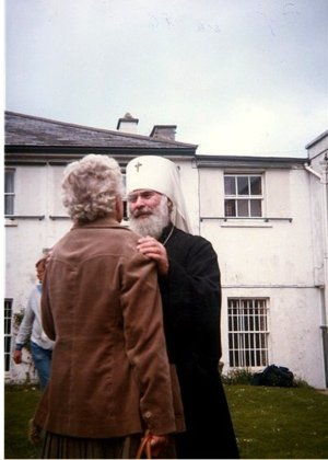 Metropolitan Anthony of Sourozh with an interlocutor