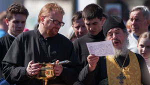 Vitaly Milonov (L) attending church service