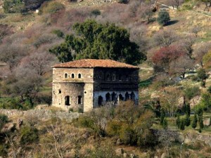 Profitis Ilias is set to be demolished at a time when the ambitious plans of the Izmir Municipality to revive lost city monuments are in full swing. [Esref.Ucar/Panoramio]