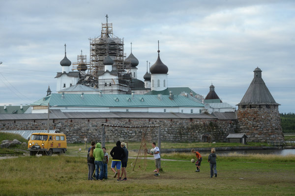 The Solovetsky archipelago is also home to the Solovetsky Spaso-Preobrazhensky (Transfiguration of Our Savior) Monastery.