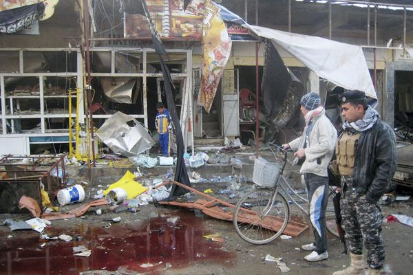 Iraqis inspect the aftermath of a double suicide bomb attack at a market in Tuz Khormato, north of Baghdad (photo: AP)