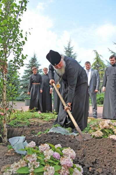 Planting a tree in the Dormition Patriarchal Monastery in Odessa.