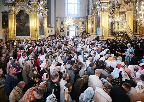 Daily prayers a habit for over 20% of Orthodox Christians, 10% of Muslims in Russia