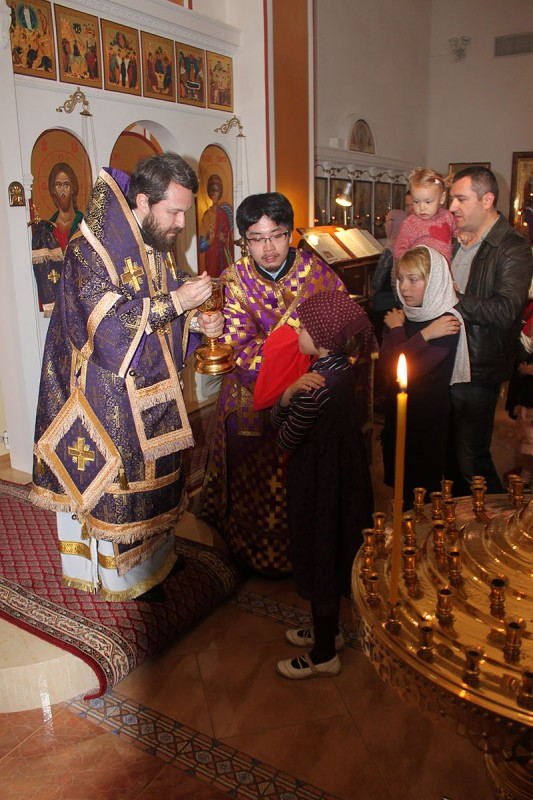 Metropolitan Hilarion of Volokolamsk celebrates Liturgy of Presanctified Gifts in Barcelona