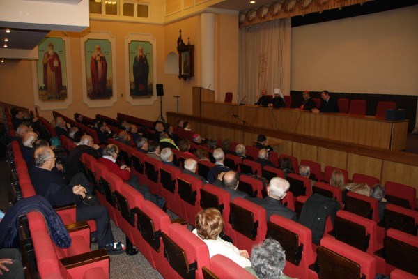 Metropolitan Hilarion meets with a group of pilgrims led by Cardinal Crescenzio Sepe