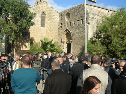 Religion builds bridges in ethnically split Cyprus