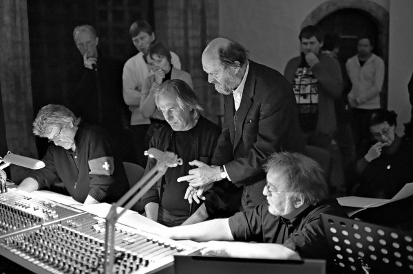Mr. Pärt with the conductor Tõnu Kaljuste, center, and the sound engineers Peter Laenger, left, and Stephan Schellmann, right, during a 2011 recording session. Credit Kaupo Kikkas/Arvo Pärt Center