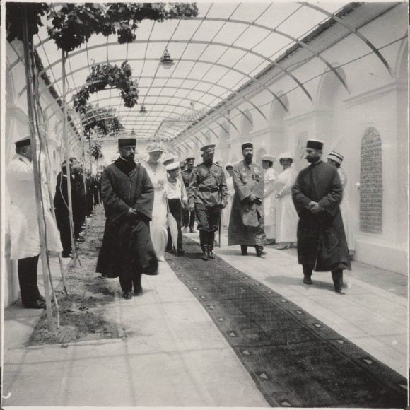 Nicholas II visiting a synagogue in Evpatoria in 1916