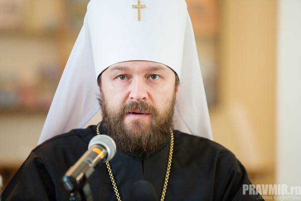 Metropolitan Hilarion celebrates Liturgy at Representation of Serbian Church in Moscow on the feast day of Ss. Peter and Paul