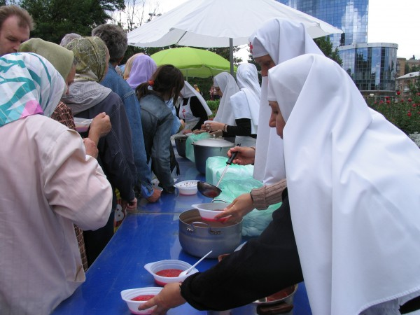 Up to 500 Refugees Are Being Fed Daily for Free at the Athonite Metochion in Kiev