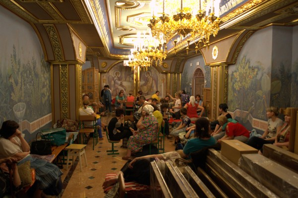 Evacuation of refugees organized at Donetsk Gorlovka cathedral