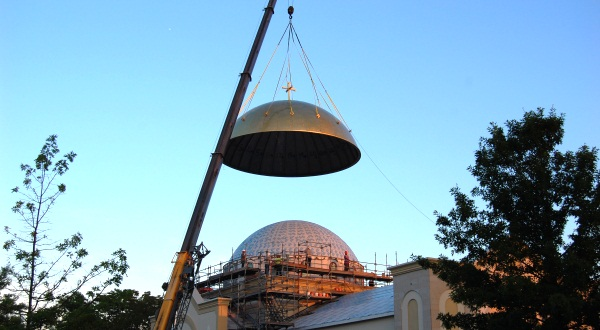 5-ton gold dome is installed on church in Maryland