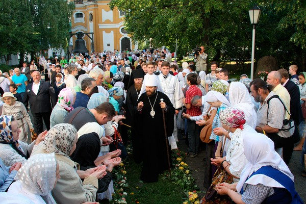 On Feast Day of Holy Transfiguration Metropolitan Hilarion of Volokolamsk celebrates Divine Service in Novospassky Monastery