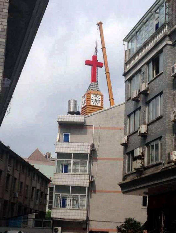 China Removes Crosses From Two More Churches in Crackdown
