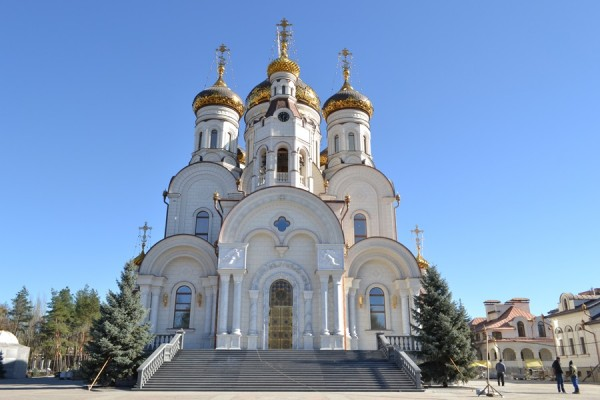 Six hurt in firing at Gorlovka cathedral
