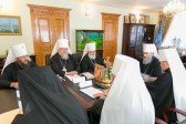 Ukrainian Orthodox Church urges gunmen in eastern Ukraine to lay down arms