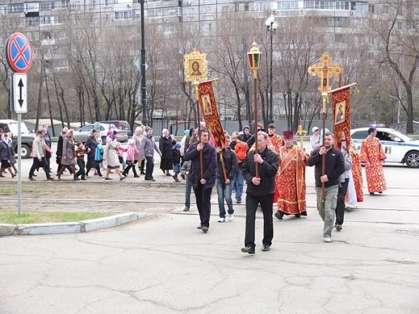 Parishioners of the St. Elizabeth Church Decide to Walk Through the Khabarovsk Microdistrict with Prayer