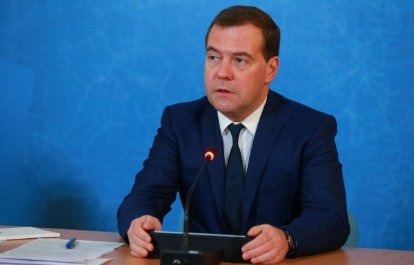 Medvedev greets patriarch at Orthodox Rus exhibition on Unity Day