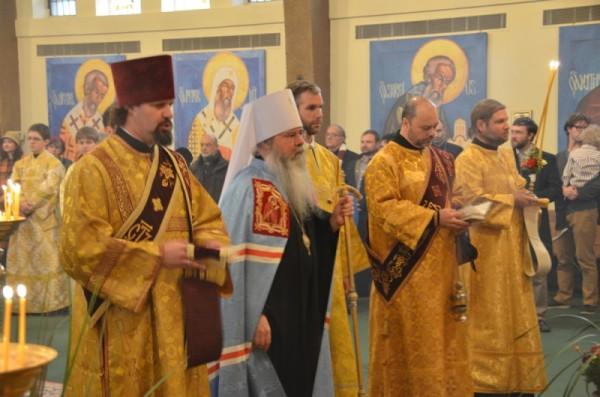 2014-1201-bpirenee-enthronement6