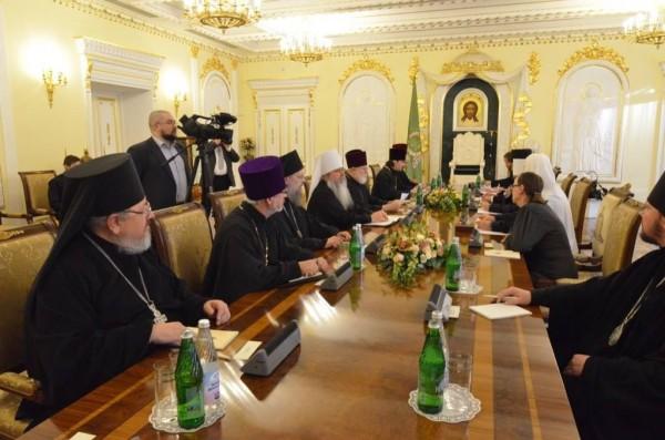 Metropolitan Tikhon meets with Patriarch Kirill, US Ambassador