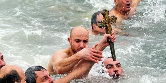 Orthodox Christians take a dive in Golden Horn to celebrate Epiphany