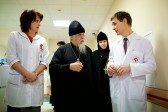 Patriarch Kirill gives wounded children from Donbass computers, icons