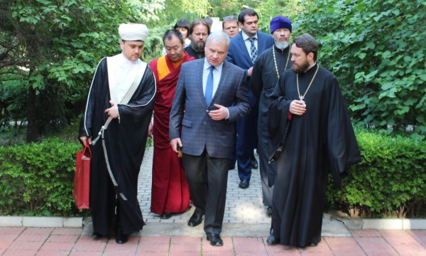 Round table with participation of representatives of traditional religions of Russia and China takes place in Beijing