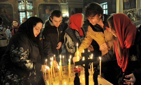 Requiem service for people who died of aids celebrated in Moscow