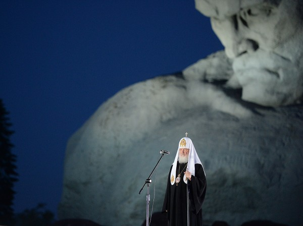 Patriarch Kirill prays for repose of souls of Brest Fortress heroes