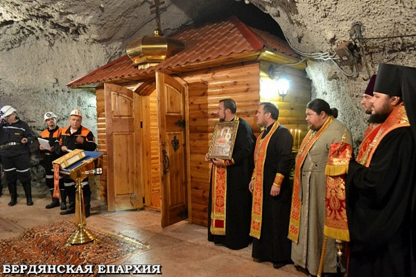 Ukrainian miners build a church at the depth of 800 meters