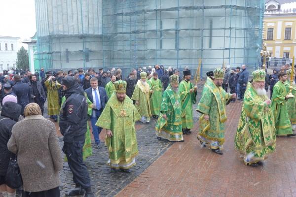 Metropolitan Hilarion сelebrates the memory of St. Sergius of Radonezh at the Trinity Church of St. Sergius' Laura