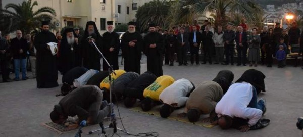 Refugee Crisis Brings Greek Orthodox and Muslims Together in Prayer (Video)