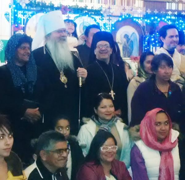 Metropolitan Tikhon with cathedral faithful and clergy.