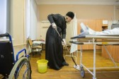 Metropolitan Mark of Ryazan and Mikhailovsk washed the floor in Ryazan hospital
