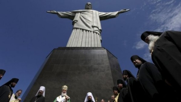 Russian patriarch prays at Rio's Christ the Redeemer statue