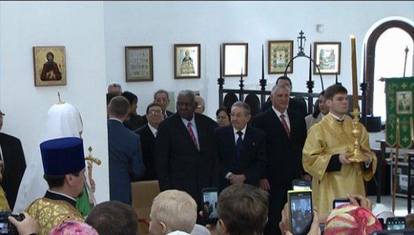 Raúl Castro Attends Divine Liturgy at Havana Orthodox Cathedral