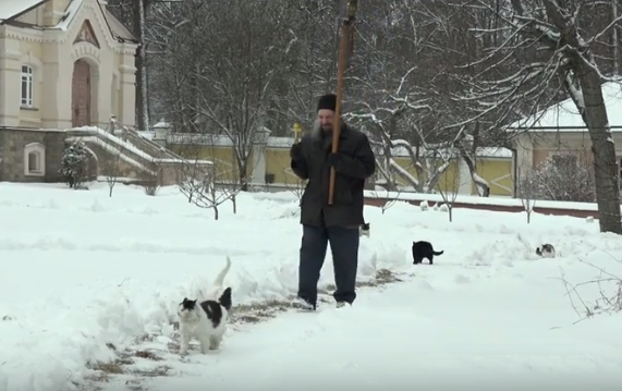 Cats procession with cross held in the Optina Pustyn