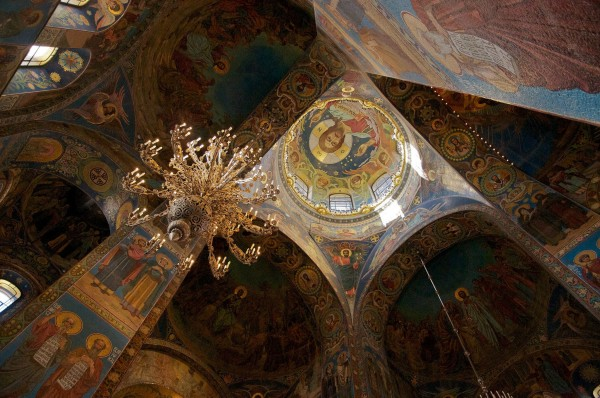 © FLICKR/ ROB WILLIAMS. Ceiling of the Church of the Saviour on Spilled Blood