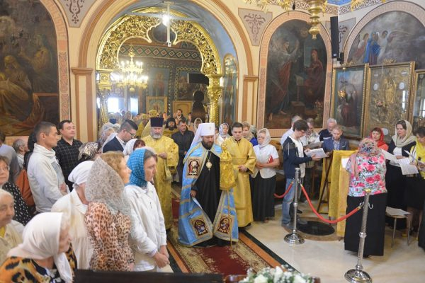 On Commemoration day of Ss Peter and Paul Metropolitan Hilarion of Volokolamsk celebrates Divine Liturgy at the represenation of Serbian Church in Moscow