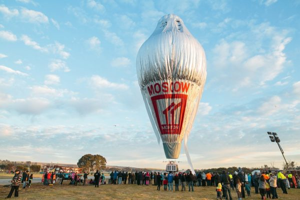 The balloon of Russian adventurer Fedor Konyukhov is surrounded by onlookers (Oscar Konyukhov/ Reuters)