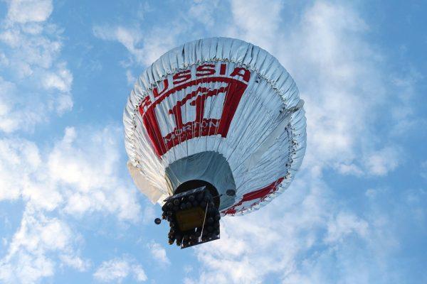 Fedor Konyukhov lifts off from the Northam Aero Club (Paul Kane/ Getty Images)