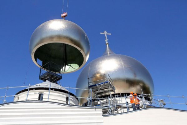 Four lesser cupolas installed on the cathedral of the Trinity under construction in Paris